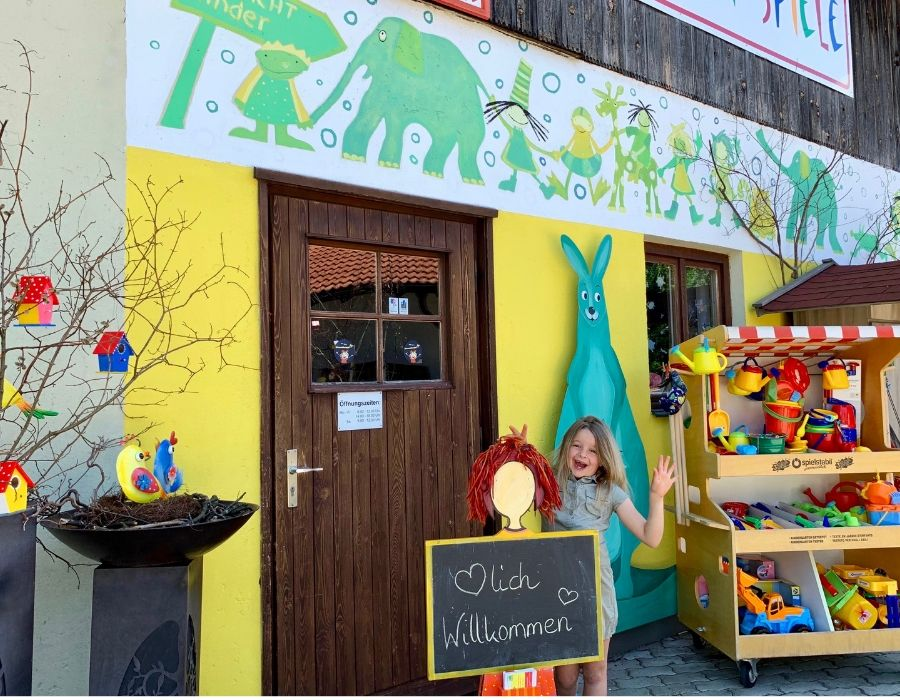 Amedi Spielzeugladen Außen