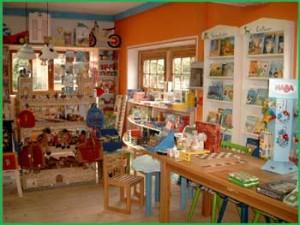 Anfahrt und Öffnungszeiten für den Amedi Spielzeugladen
